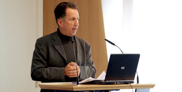 Fachtagung in Kassel. Vortrag Rickert-Luetzen. Sozialer Keil – sozialer Kitt: Die Vermittlerrolle der Bürgermedien in Europa. Foto: Rolf Strohmann