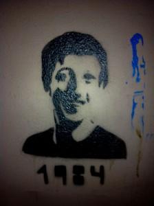 (CC BY-SA 3.0) Mark Zuckerberg 1984, Berlin Graffiti. Foto: Victorgrigas